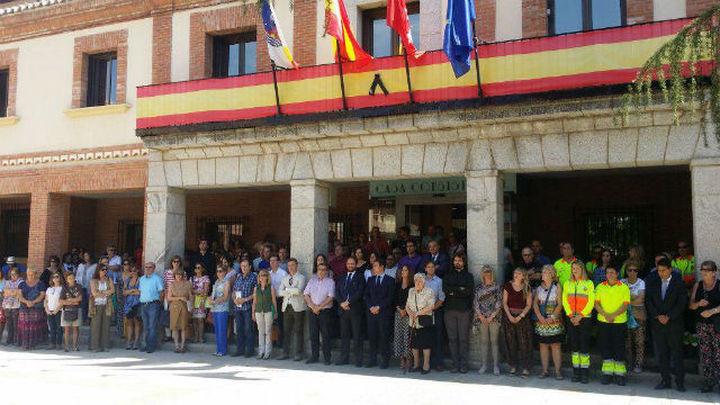 Más de 200 personas guardan tres minutos de silencio en Las Rozas en memoria de Ignacio Echeverría