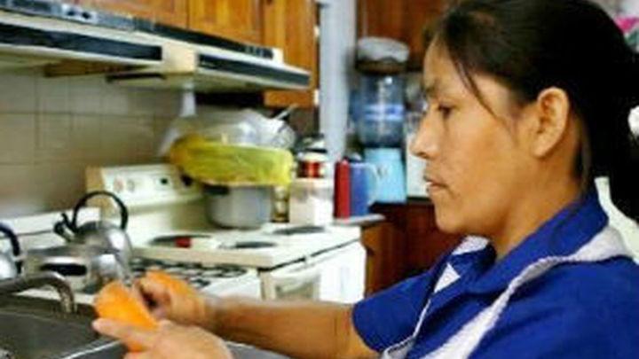 Un 36% de los profesionales del sector de la limpieza doméstica que trabajan en España lo hace de forma irregular
