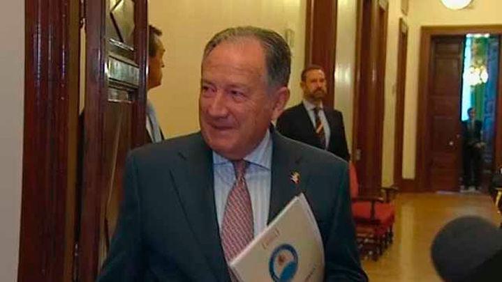 El Gobierno condecora a Sanz Roldán tras su cese al frente del CNI