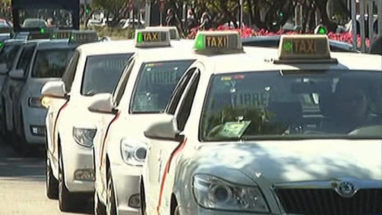 La Federación del Taxi de Madrid lanza la voz de alarma sobre el futuro del sector