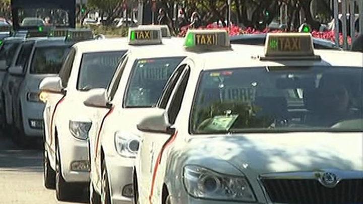 La Comunidad pacta con los taxistas una mesa de trabajo para estudiar sus reivindicaciones