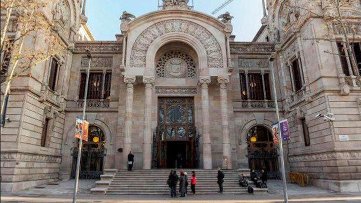 La Fiscalía Superior de Cataluña ha presentado una querella contra el Govern por desobediencia, prevaricación y malversación