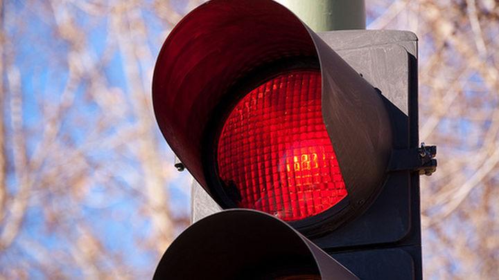 Ciudadanos pide paralizar la instalación de  semáforos en la A-5