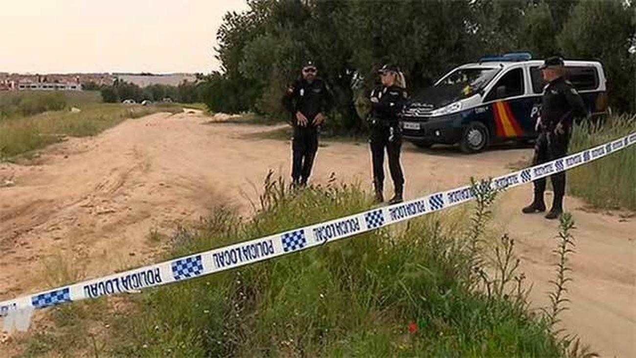 La policía científica estudia el cadáver descuartizado hallado en Parla