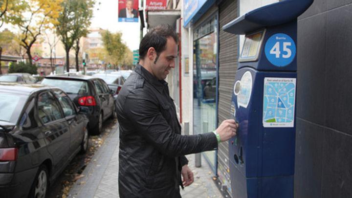 El Ayuntamiento pospone la creación de parquímetros fuera de la M30 para no residentes
