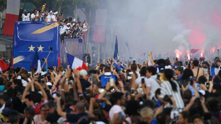 Multitudinario recibimiento en París a los campeones del mundo