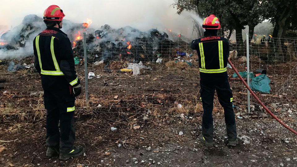 Incendio en un punto limpio en Valdemorillo
