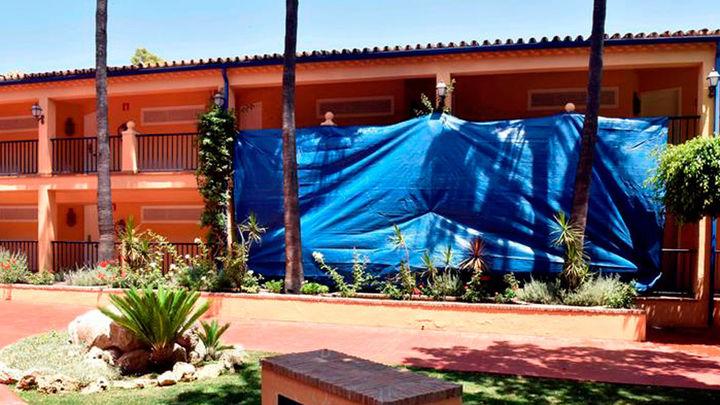 Hallan cadáver carbonizado tras incendio en habitación de hotel en Marbella