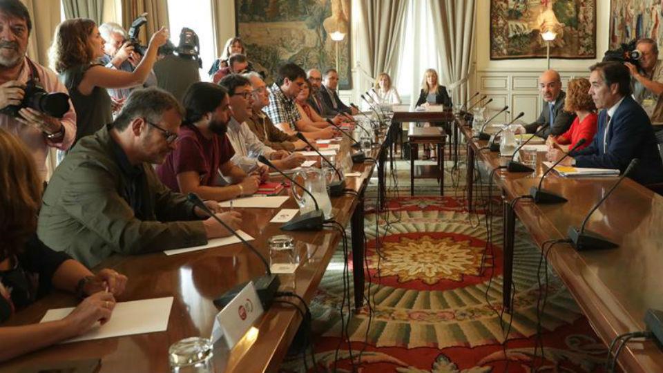 Reunión de Meritxell Batet con los sindicatos