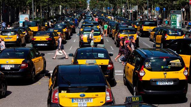 Los taxistas barceloneses colapsan el centro de la ciudad condal