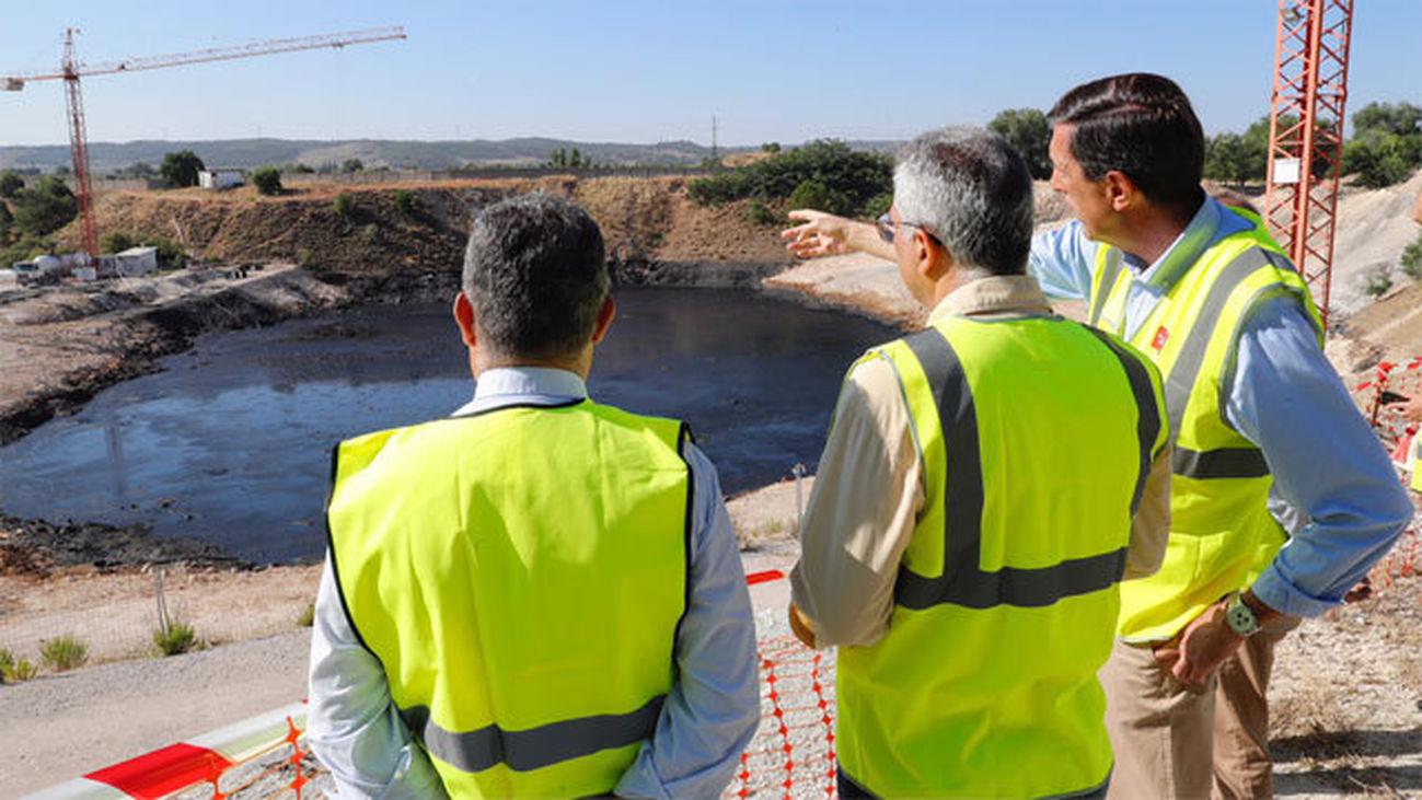 Ya se han extraído 39.500 toneladas de aceite de la laguna negra de Arganda