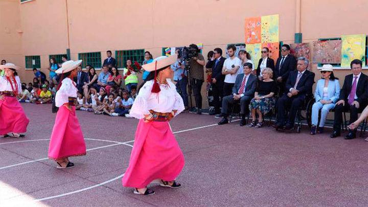 El presidente de Ecuador y Carmena visitan un campamento de verano en Madrid