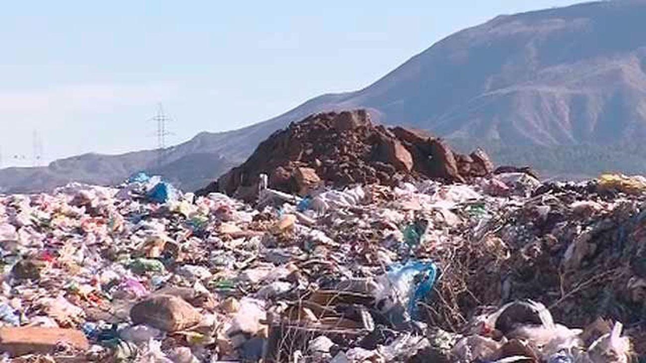 La solución al vertedero de Alcalá tendrá que esperar a septiembre