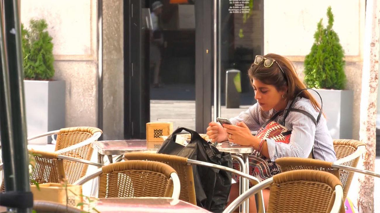 La mitad de los jóvenes entre 18 y 24 años se declara adicto al móvil