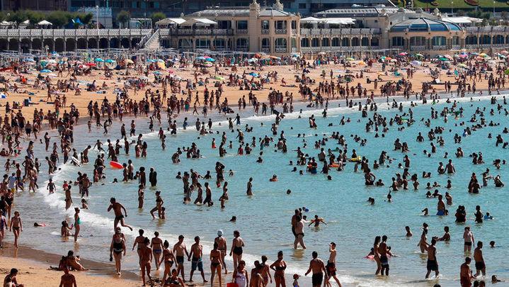Fallece un hombre tras ser rescatado en la playa de La Concha de San Sebastián
