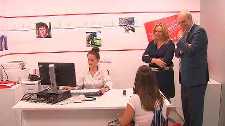 Méndez Álvaro estrena Oficina de Gestión de la tarjeta de Transporte Público