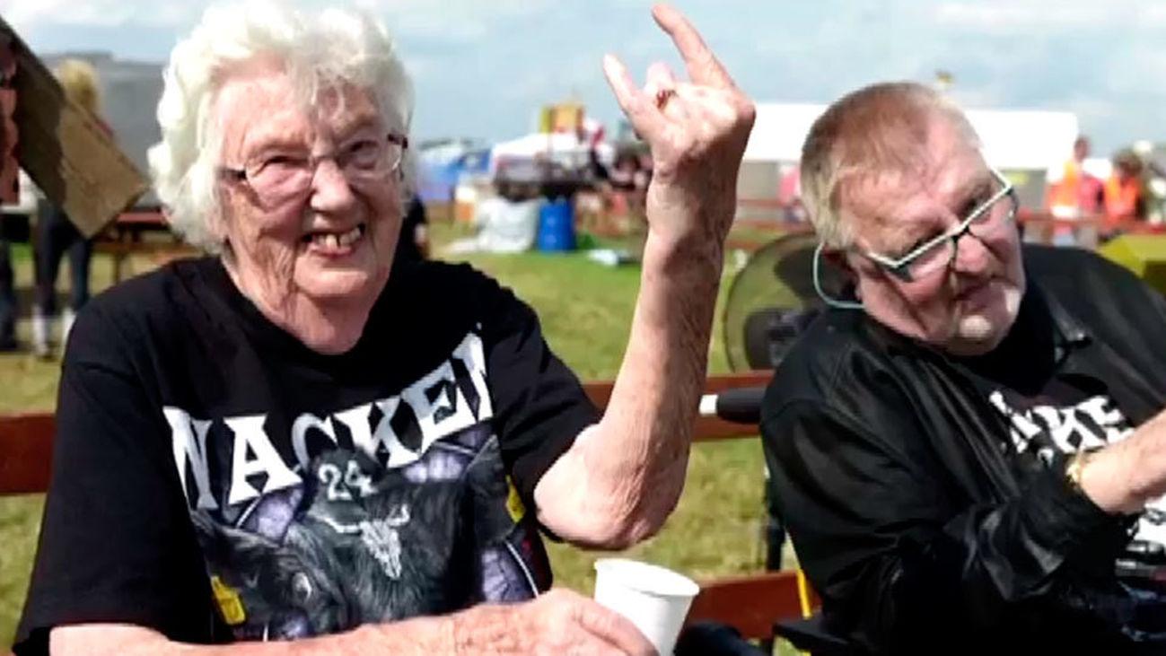 Dos ancianos se escapan de la residencia para asistir a un macro festival de heavy