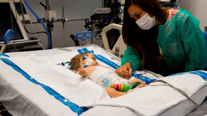 Dos niñas viven gracias a un mismo hígado: donado por otro menor