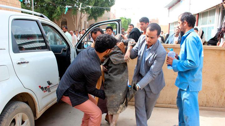 Más de 50 muertos, entre ellos niños, en un ataque contra autobuses en Yemen