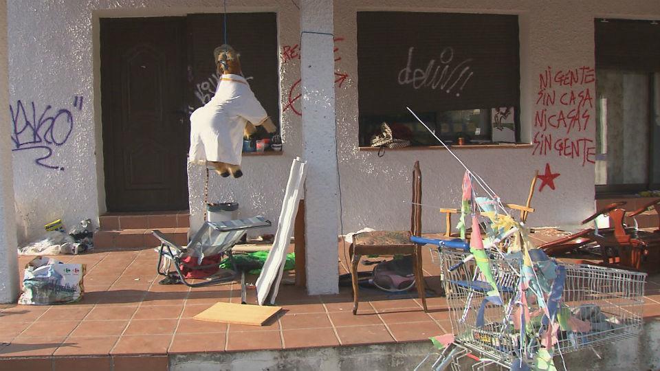 Crece la preocupación entre los vecinos de Mataelpino por los pisos okupados
