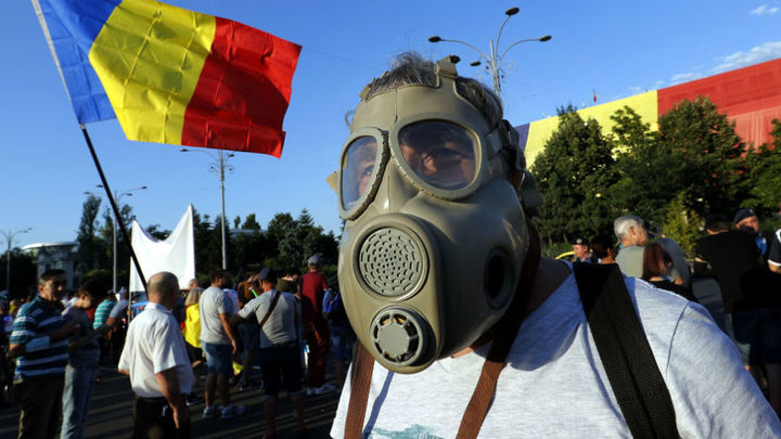 Los rumanos siguen protestando contra el Gobierno, que denuncia un golpe