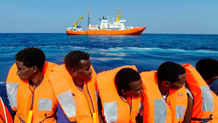 España acogerá a 60 inmigrantes del Aquarius tras un acuerdo de seis países europeos