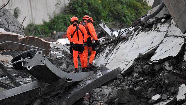 Una treintena de personas han muerto al desplomarse un viaducto en Génova