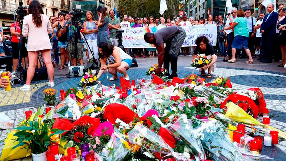 El Rey, Sánchez y Torra, juntos en el acto de homenaje a las víctimas del 17A