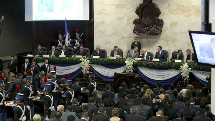 El Parlamento de Honduras prohíbe la adopción a las parejas del mismo sexo
