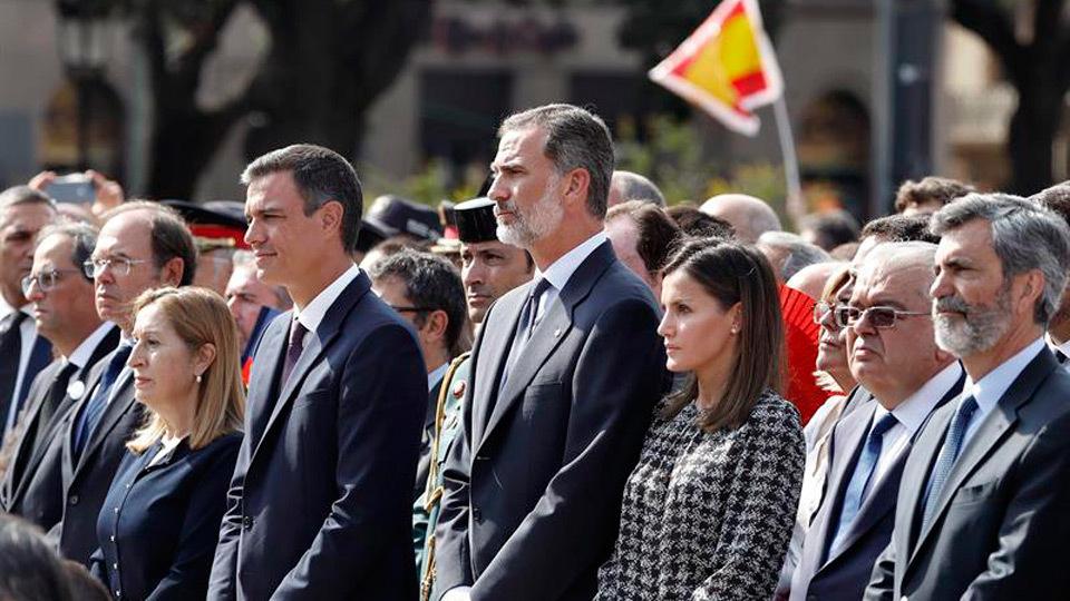 Barcelona tributa un emotivo homenaje a la víctimas del 17A en presencia del Rey