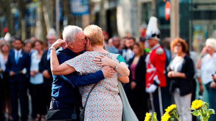 Los políticos abogan por la unidad y el respeto a las víctimas