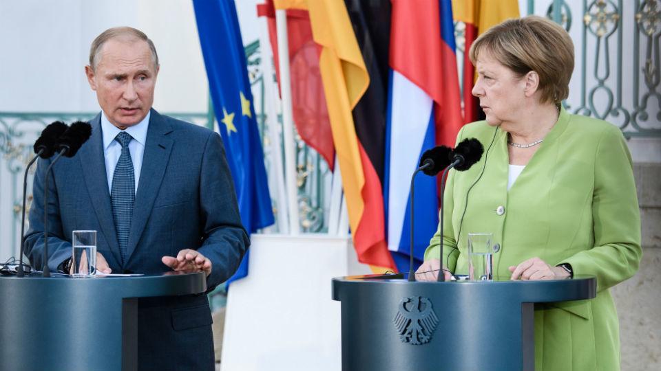 Merkel y Putin coinciden en necesidad de resolver crisis en Ucrania y Siria