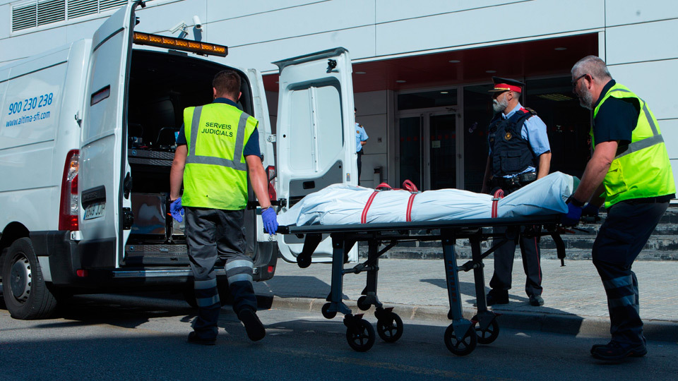 Los Mossos tratan el ataque a su comisaría de Cornellà como un atentado terrorista