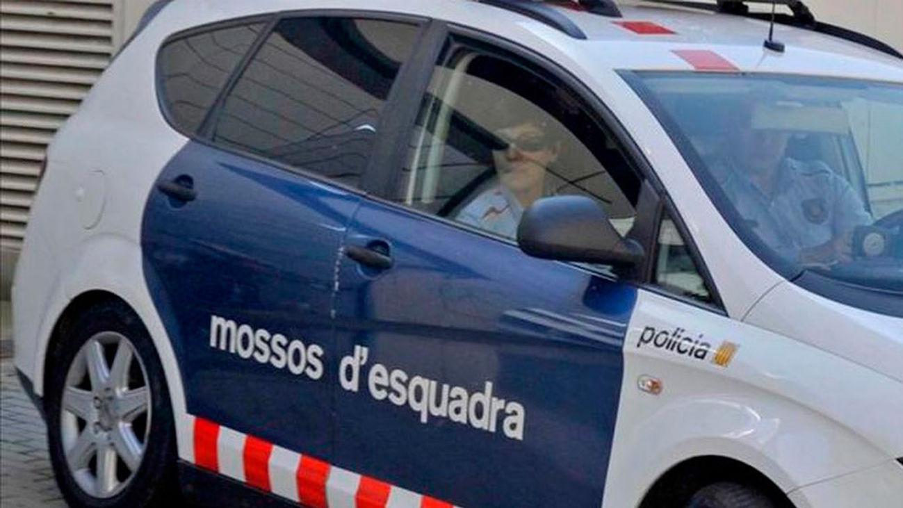 """Los Mossos abaten a un hombre que entró armado en una comisaría gritando """"Allahu Akbar"""""""