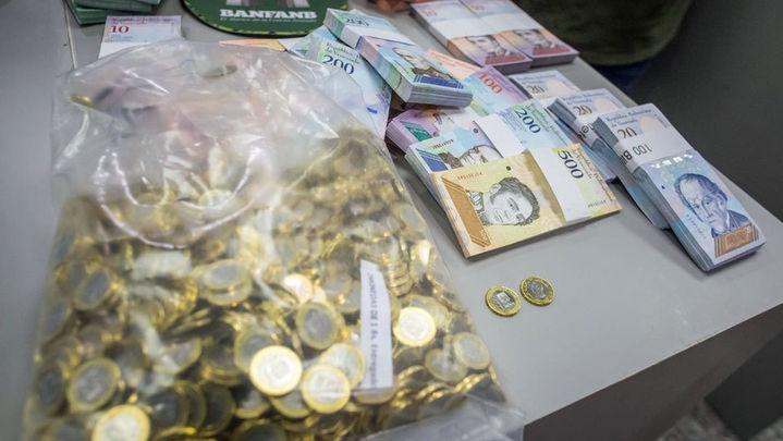 Venezuela estrena moneda para intentar frenar la inflación