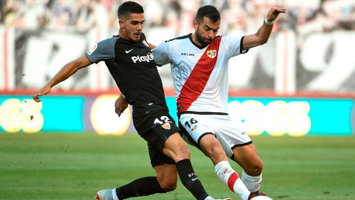 1-4. El Sevilla pasa por encima del Rayo, con triplete de André Silva