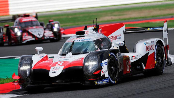 El coche ganador de Alonso y el otro Toyota, descalificados en Silverstone