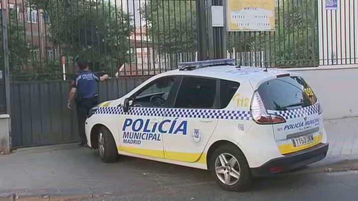 La Policía Municipal sorprende a dos hombres tras atracar un taxi en Usera