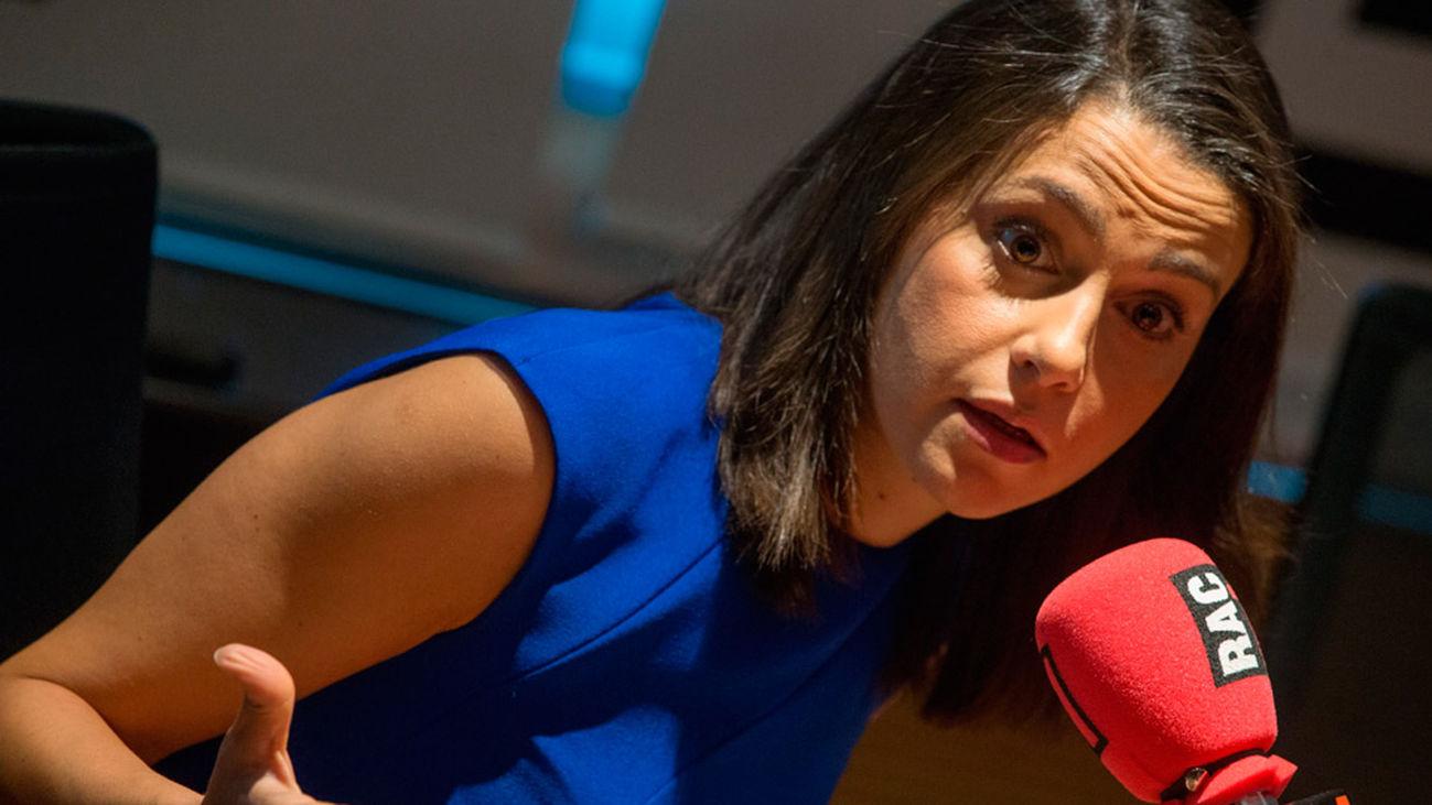 Arrimadas pide la comparecencia urgente de conseller por los lazos amarillos