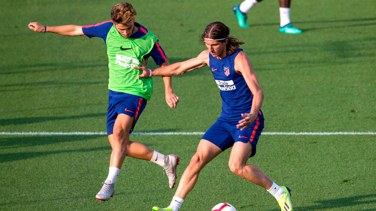 Filipe Luis se  entrena con normalidad, pendiente de su salida