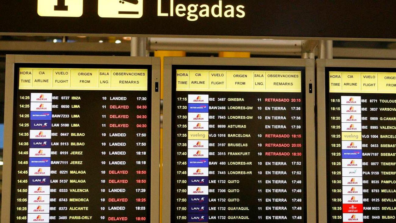 Paneles de llegadas del aeropuerto de Barajas