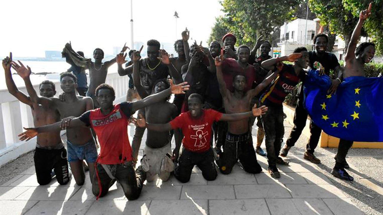 Devueltos a Marruecos  los 117 migrantes que saltaron la valla de Ceuta