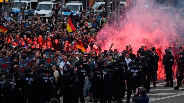 La policía alemana investiga saludos hitlerianos en la marcha neonazi de Chemnitz