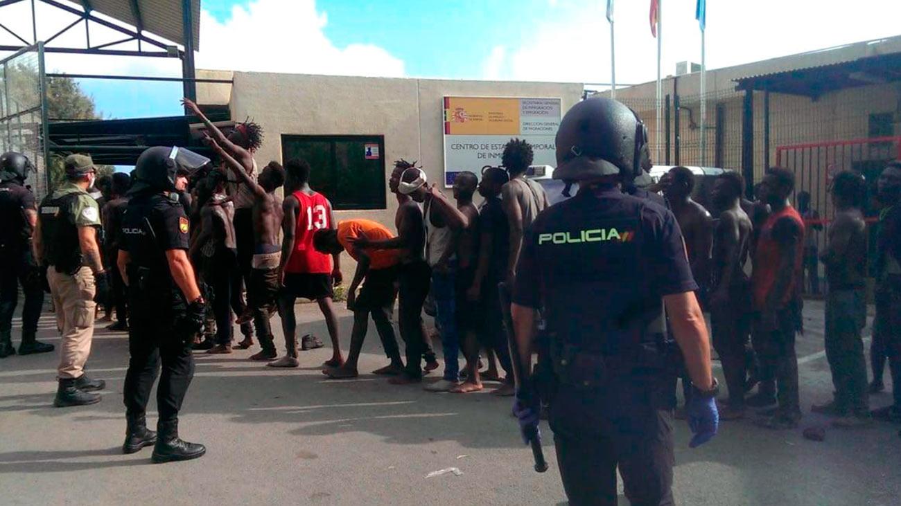 El líder del salto a la valla de Ceuta es un togolés  que ha herido a un agente al ser detenido