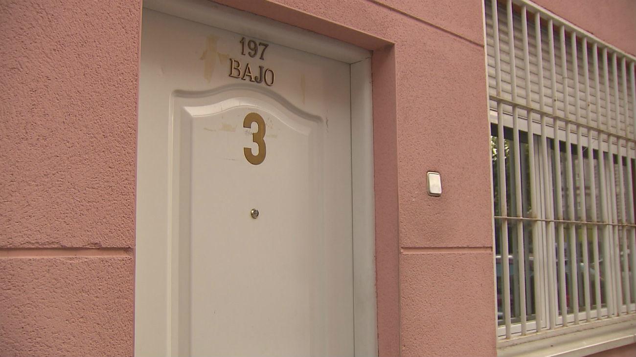 Telemadrid descubre cinco pisos donde se prostituye a mujeres en Madrid