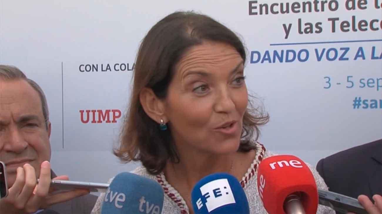 """La ministra de Industria califica de """"globo sonda"""" la subida de impuestos al diésel"""