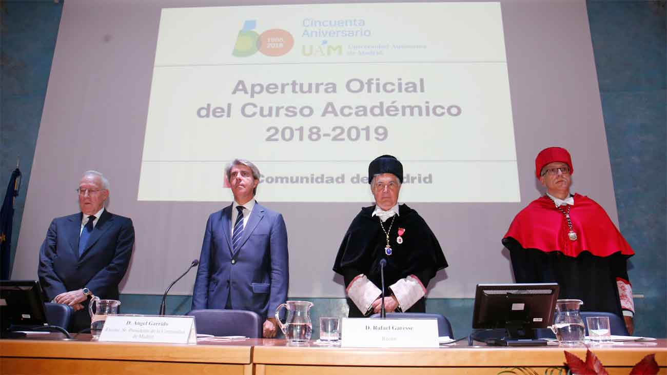 Garrido inaugura el curso universitario y pide disculpas a las familia por las obras en los colegios