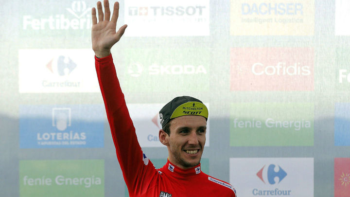Yates se da una fiesta en Les Praeres, etapa y maillot rojo