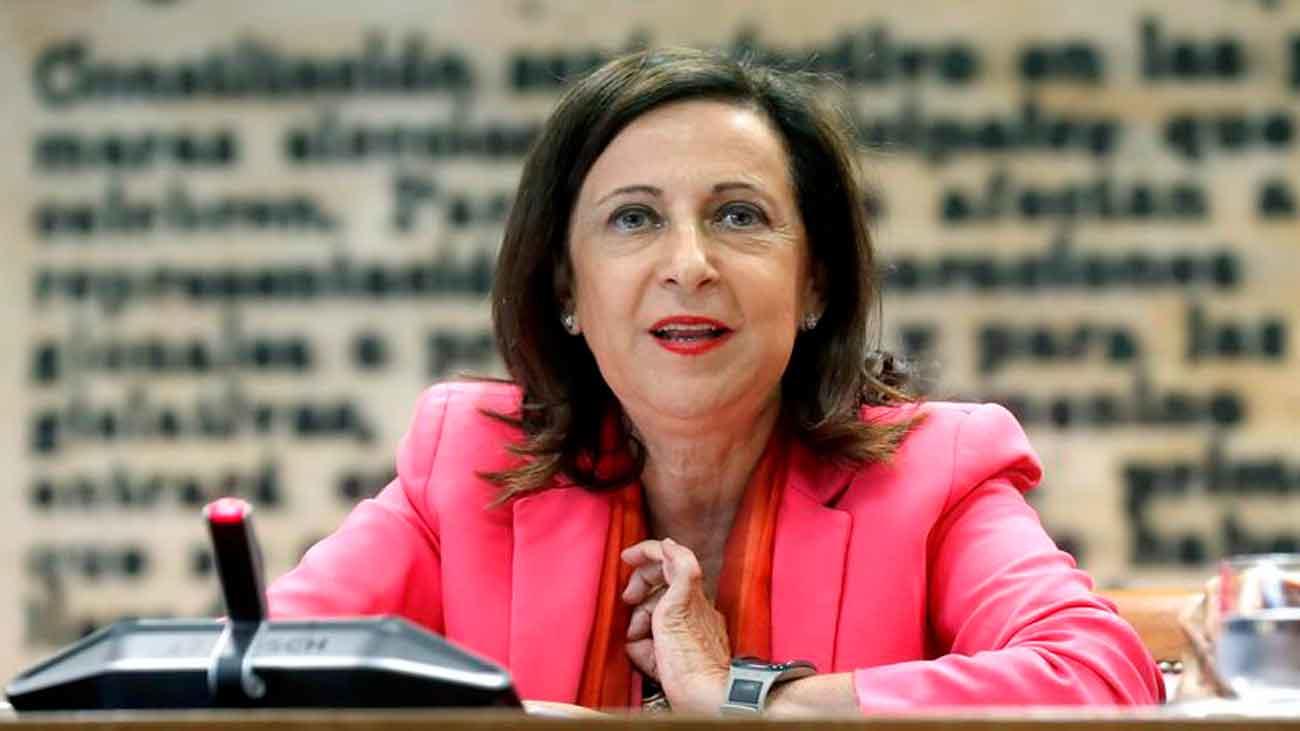 """Robles garantiza que el Gobierno no dejará """"en la estacada"""" a Navantia"""