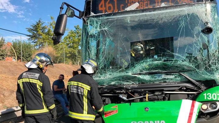 Nueve heridos leves al chocar un autobús, un camión y tres coches en Getafe